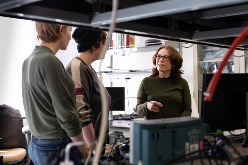 Raffaella De Vita speaks with graduate students in the STRETCH Lab